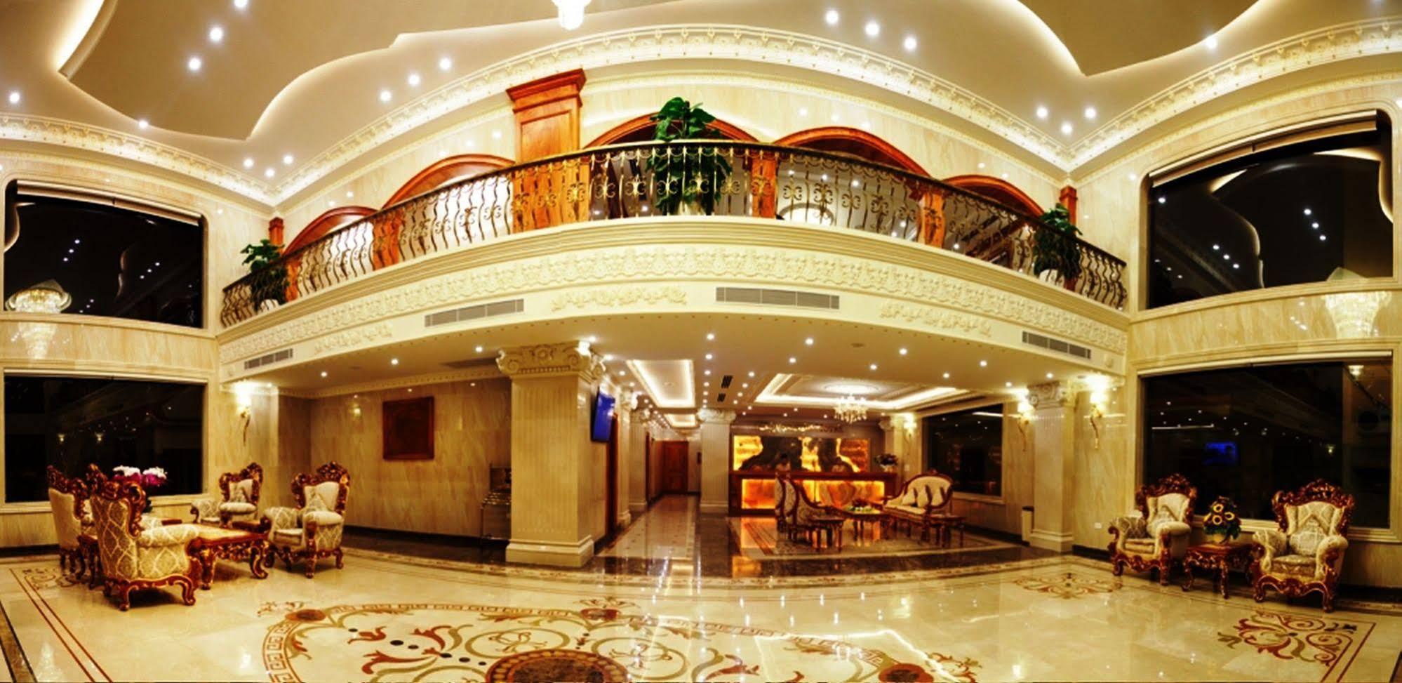 Khách sạn Riverside với phong cách kiến trúc Pháp sang trọng