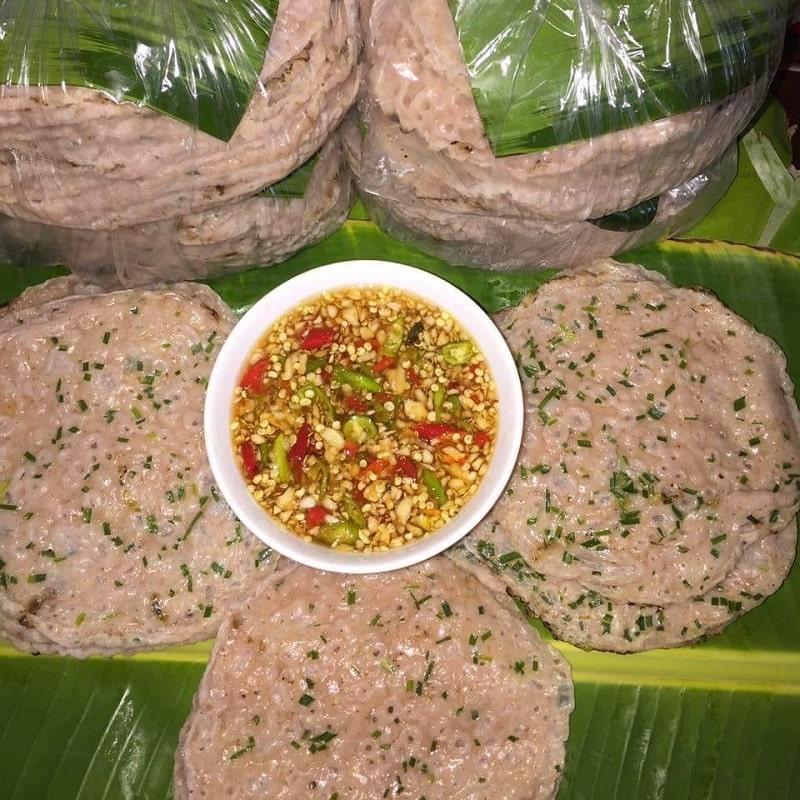 Bánh xèo Quảng Hoà ngon nhất là lúc vừa mới ra lò, tráng tới đâu ăn tới đó.