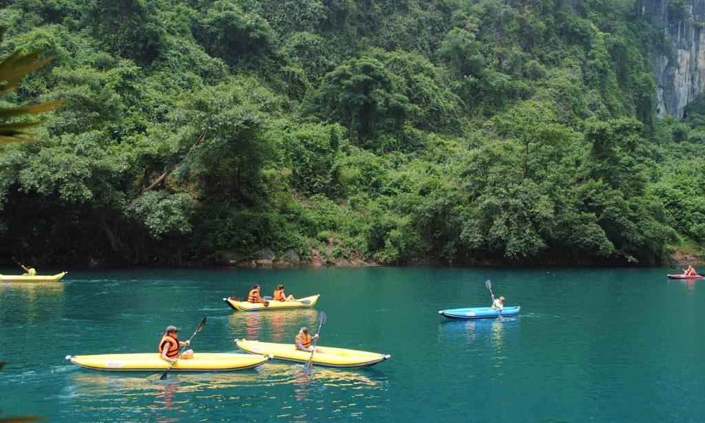 Chèo thuyền kayak tại sông Chày hang Tối