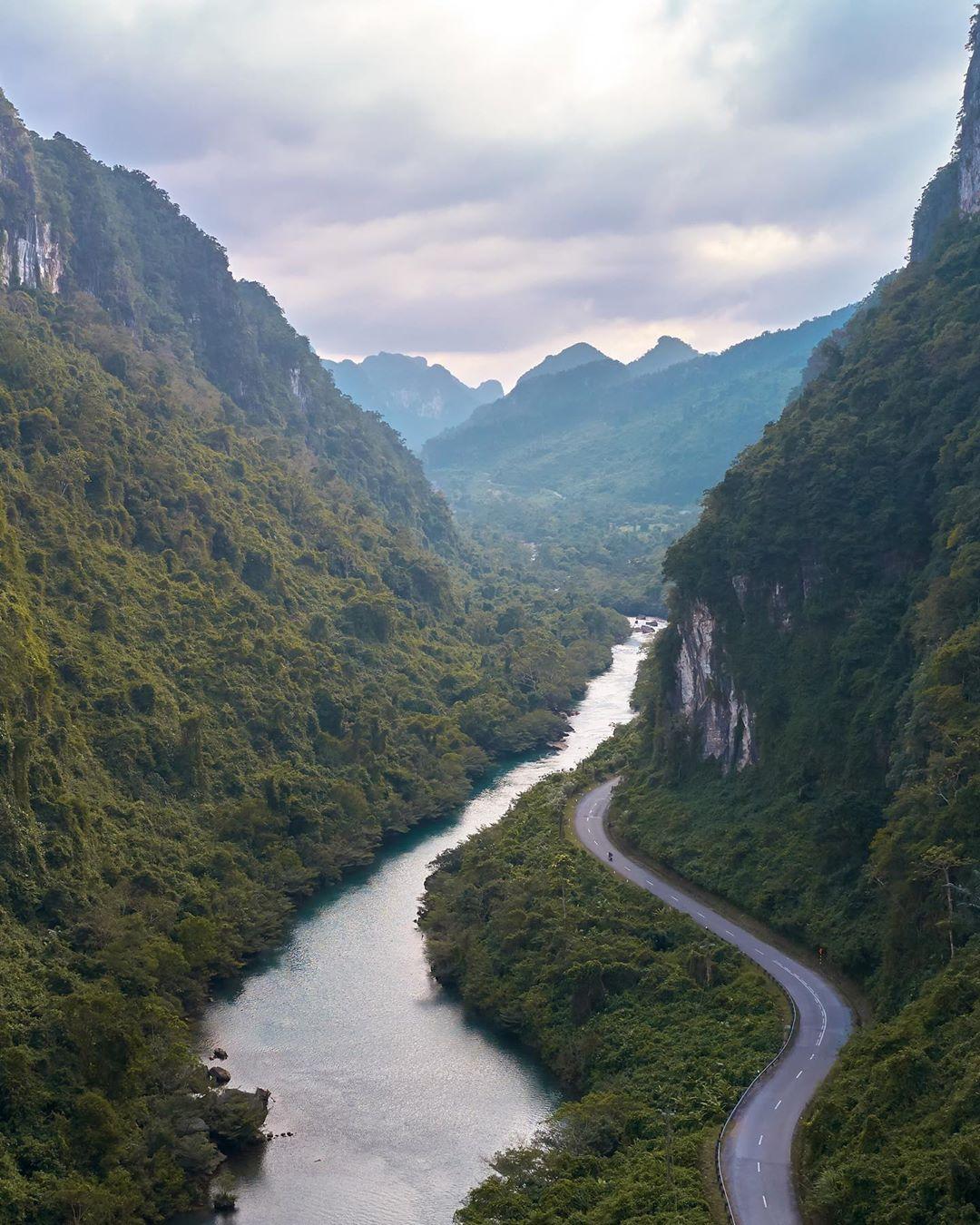 Con đường đi đến Suối Nước Mọoc