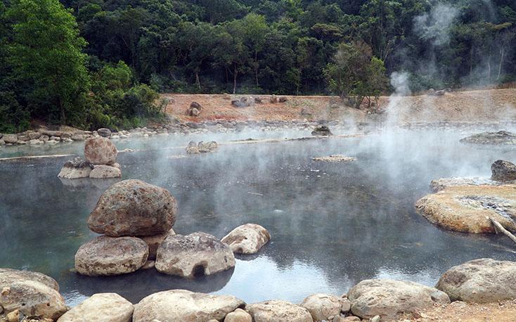 Điểm phun 105 độ c suối nước nóng Bang