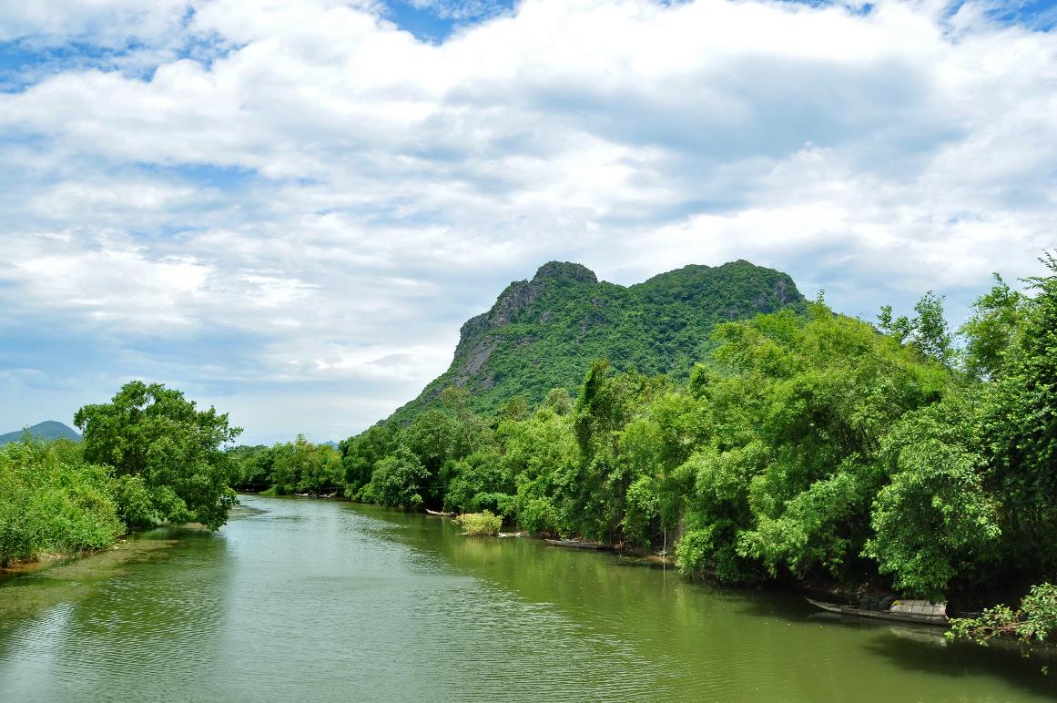 Núi Thần Đinh nằm e ấp bên dòng Long Đại hiền hòa