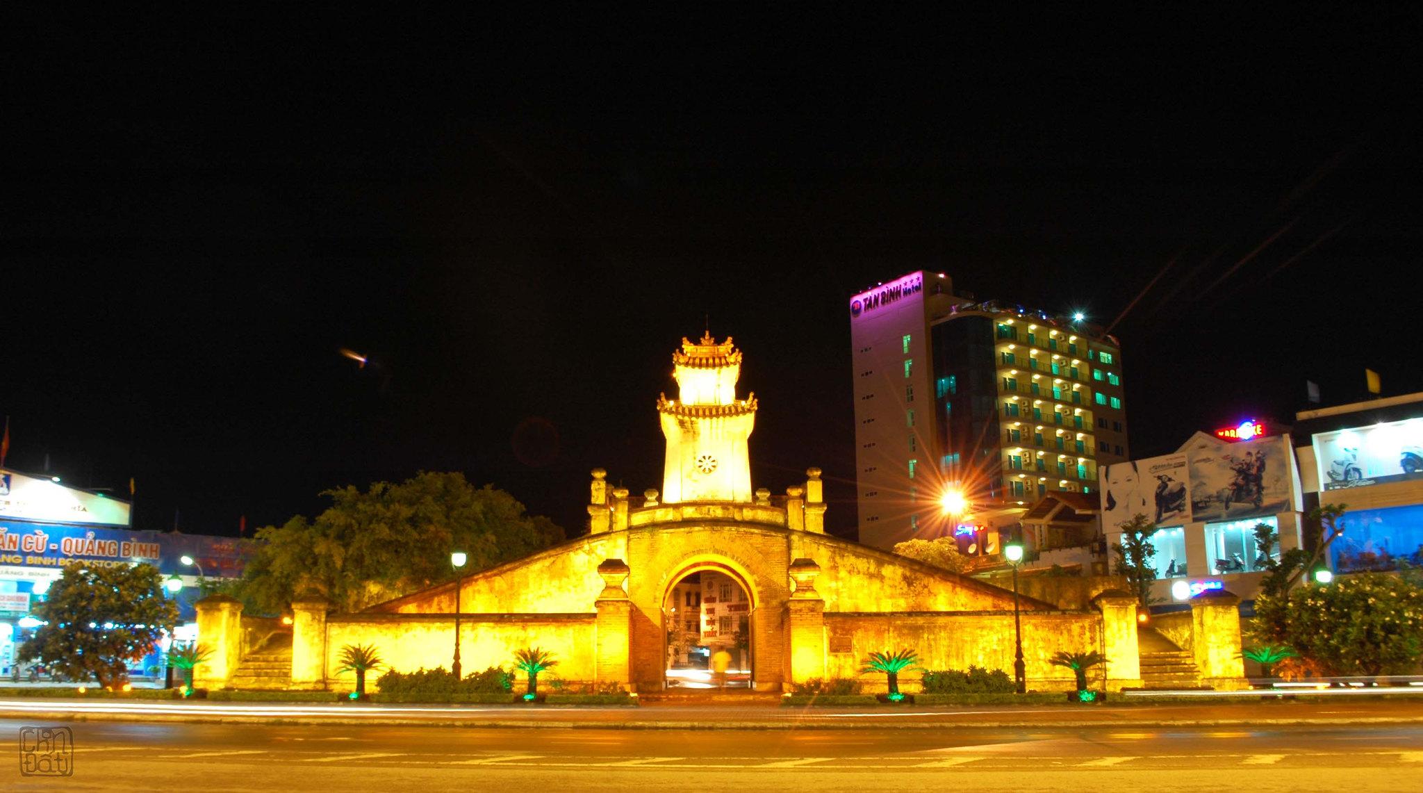 Quảng Bình Quan về đêm