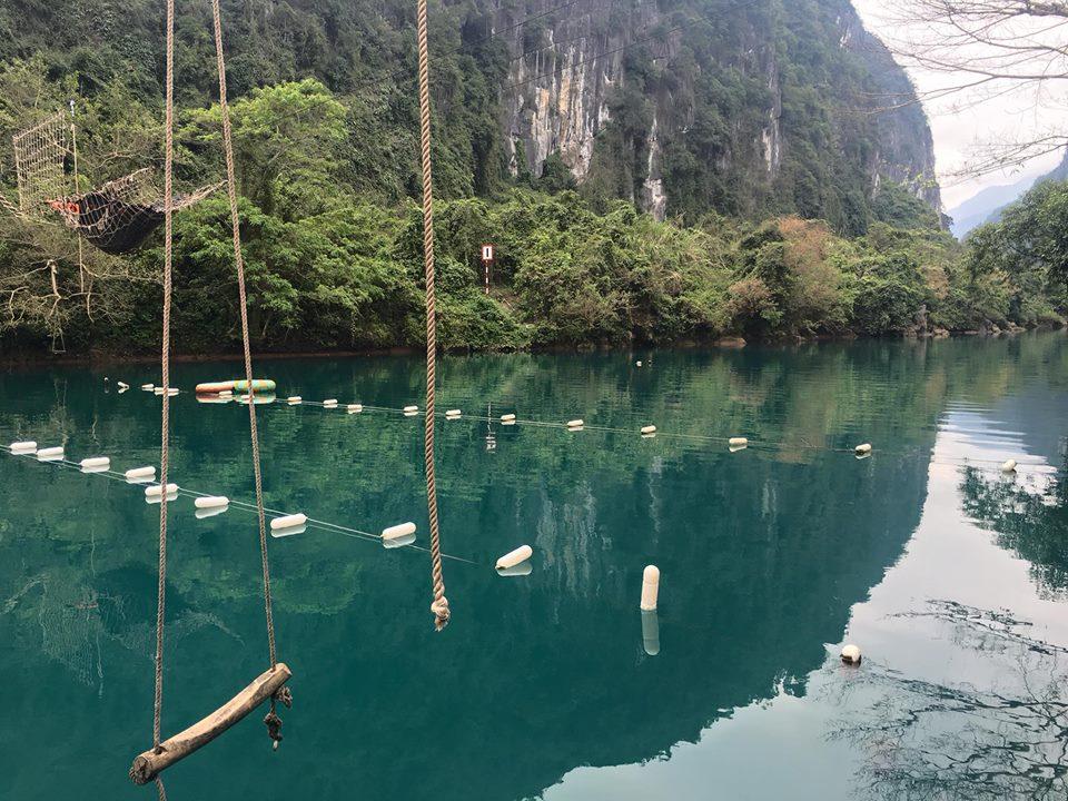 Sông Chày có nước trong xanh màu ngọc bích