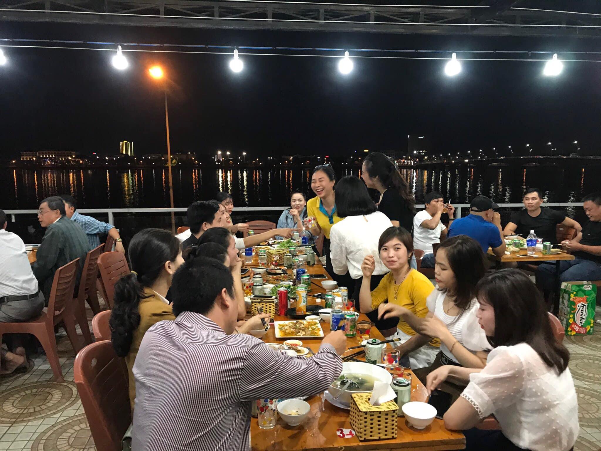 Không gian rộng rãi của nhà hàng Anh Vũ