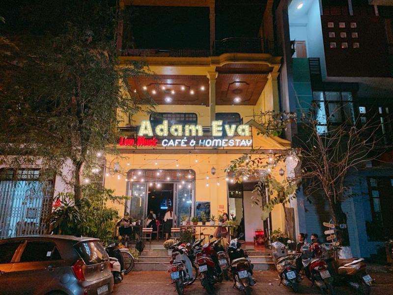 Adam & Eva Café nhìn từ bên ngoài
