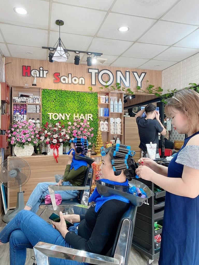 Salon Tony