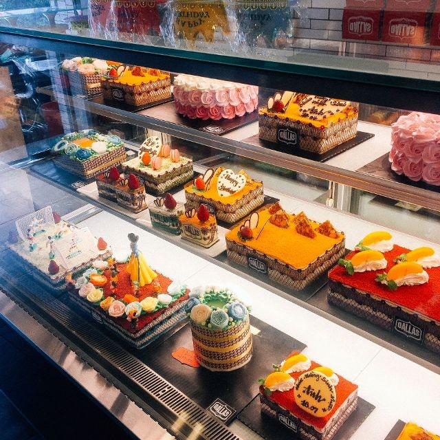 Tiệm phục vụ đa dạng các loại bánh với đủ kích thước