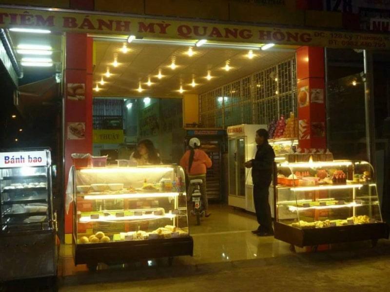 Tiệm bánh Quang Hồng
