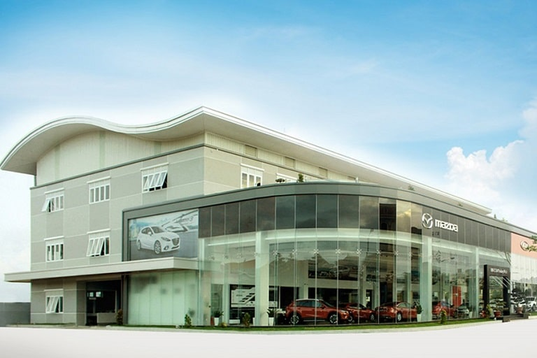 Tổng quan của showroom rộng rãi của Mazda Quảng Bình