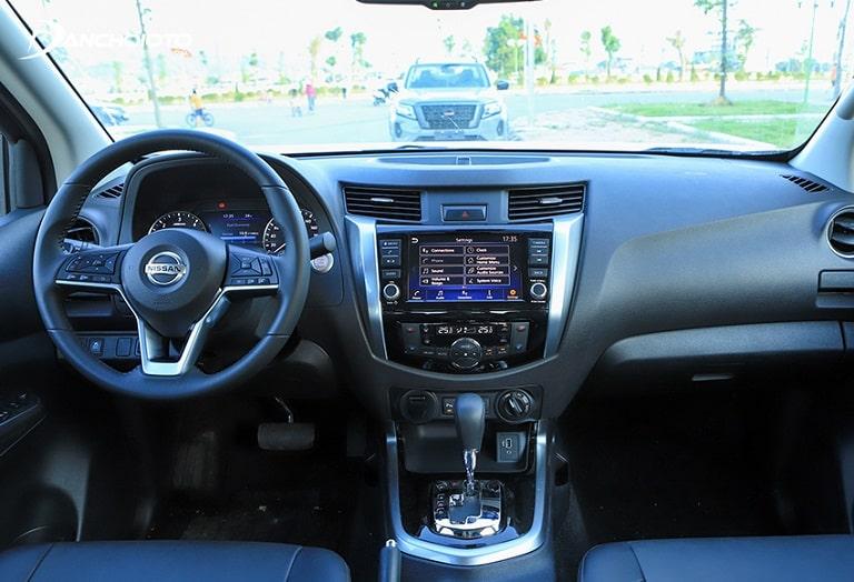 Khoang lái của Nissan Navara