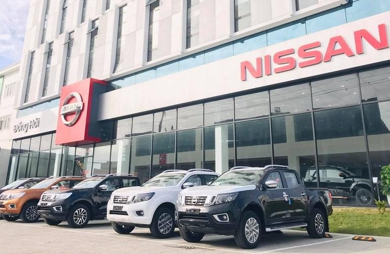 Nhiều dòng xe được trưng bày tại Nissan Quảng Bình