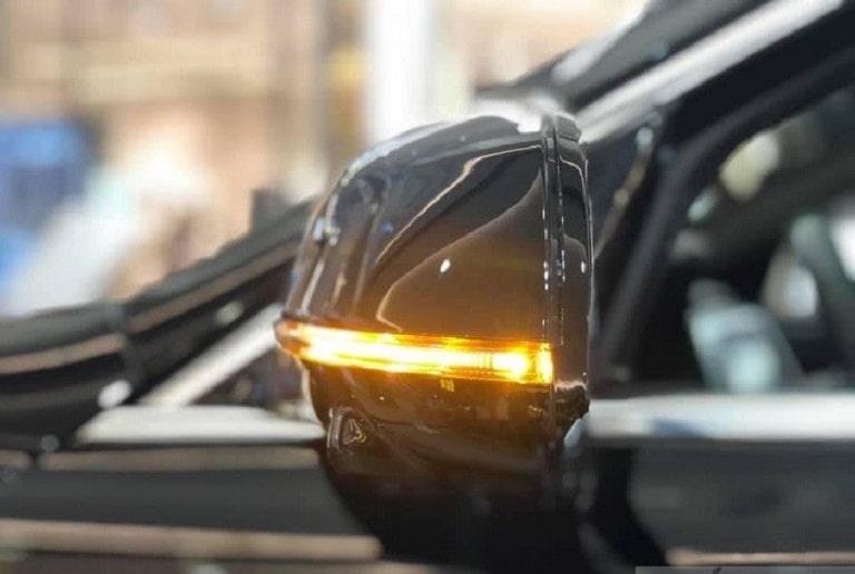 Gương xe được tích hợp với đèn xi nhan