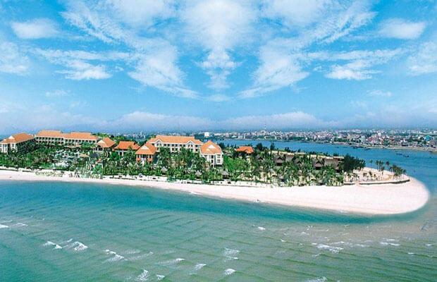 Bãi biển Nhật Lệ - một trong những bãi biển đẹp nhất Việt Nam