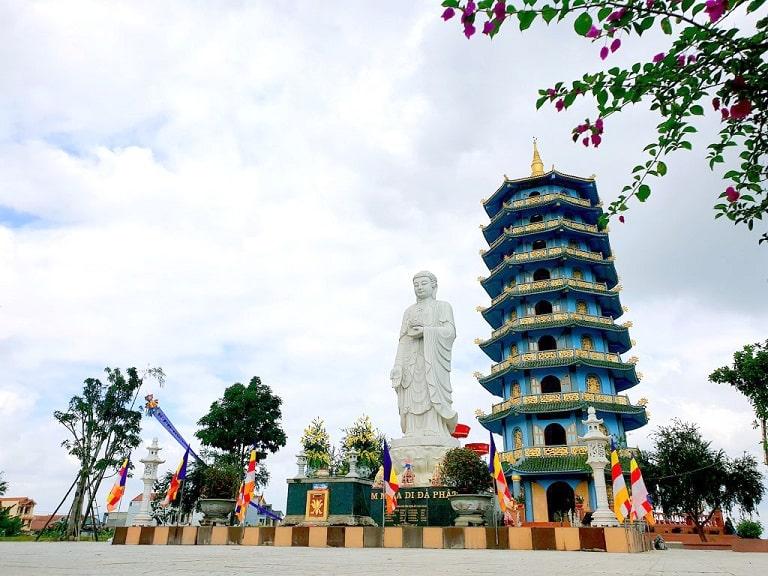 Khung cảnh trầm mặc, uy nghiêm và thanh tịnh tại chùa Đại Giác