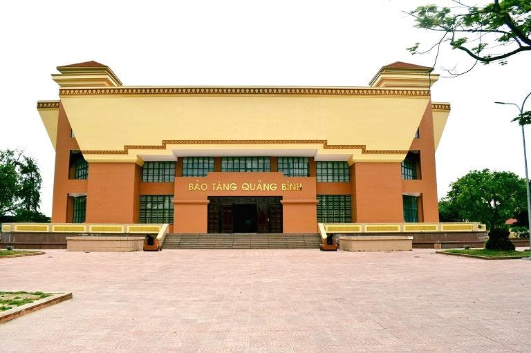 Bảo tàng Quảng Bình nằm trong khu vực di tích Thành Cổ Đồng Hới